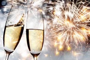 champagneglazen en vuurwerk